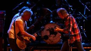 Neil-Young_CrazyHorse_Bimbadgen_Sat_Simone-de-Peak