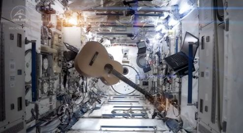 ISS_Major-Tom_Bowie_Cmdr-Hadfield