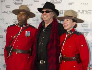 neil-young-2011-3-27-20-30-6