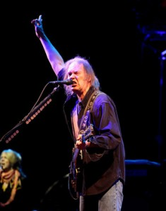 neil_young_glasto09_ge_12